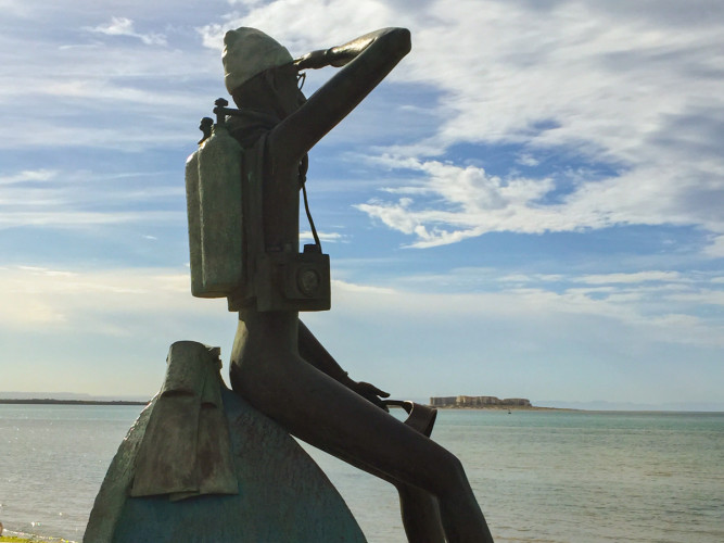 La Paz Malecon: Statue of Jacques Cousteau looking out to the Sea of Cortez