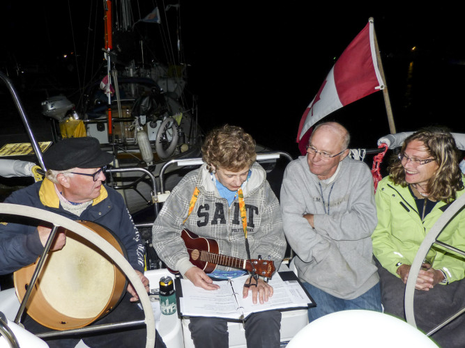 Serenading the tenacious powerboaters Saturday night