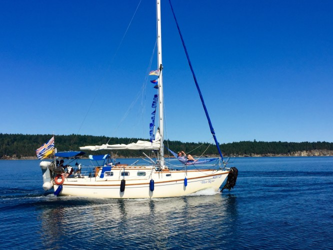 Blue Rose's big kelp anchor salad. Note PCCR Commodore Ken Christie hard at work in the bow hammock!